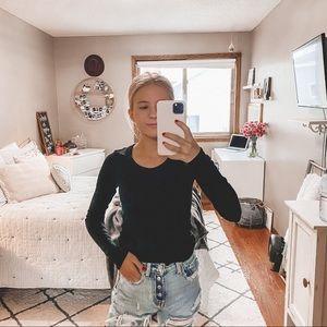 Aritzia Wilfred Free Black long sleeve sweater XS